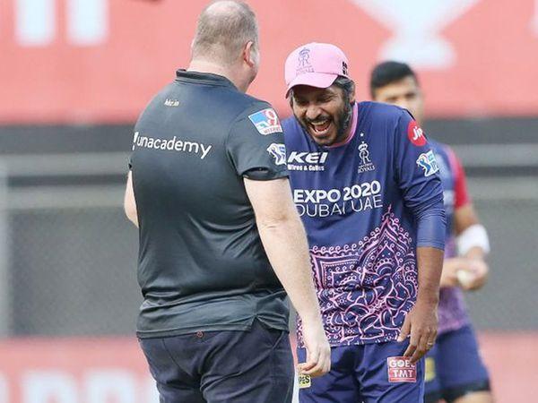 टॉस से पहले राजस्थान टीम के निदेशक कुमार संगकारा काफी सुकून के मूड में दिखे।