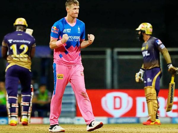क्रिस मॉरिस ने 4 विकेट लिए।  उन्होंने 18 वें ओवर में आंद्रे रसेल और दिनेश कार्तिक को आउट किया।  फिर 20 वें ओवर में पैट कमिंस और शिवम मावी को पवेलियन भेजा गया।