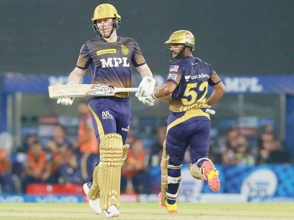 कोलकाता ने 17 रन पर 3 विकेट गंवा दिए।  इसके बाद कप्तान ओन मॉर्गन ने चौथे विकेट के लिए राहुल त्रिपाठी के साथ 48 गेंदों पर 66 रनों की साझेदारी कर पारी को आगे बढ़ाया।