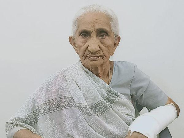 શિનોર તાલુકાના નાના કરાડા ગામના 93 વર્ષના નર્મદાબેન પટેલ - Divya Bhaskar