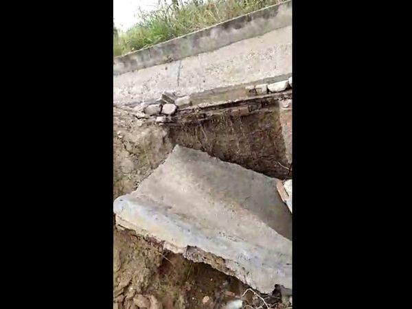 કાશીપુરા માઇનોર કેનાલમાં ભંગાણ,10 ફૂટનું ગાબડું પડ્યું છે. - Divya Bhaskar