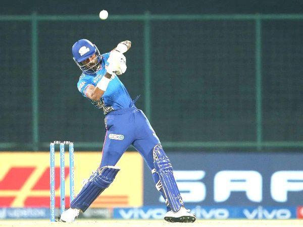 अंत में, हार्दिक पांड्या ने 7 गेंदों पर 16 रन बनाए, जिसमें 2 छक्के शामिल थे।