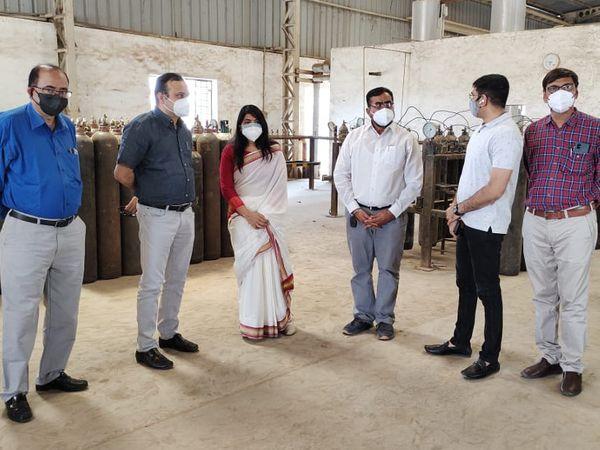 ખાસ ફરજ પરના અધિકારીએ જી.એસ.એફ.સી.ના ઓક્સિજન પ્લાન્ટનું કર્યું નિરીક્ષણ હતું - Divya Bhaskar