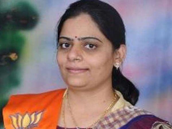 ભાજપના ઉમેદવાર નિમિષાબેન સુથાર - Divya Bhaskar
