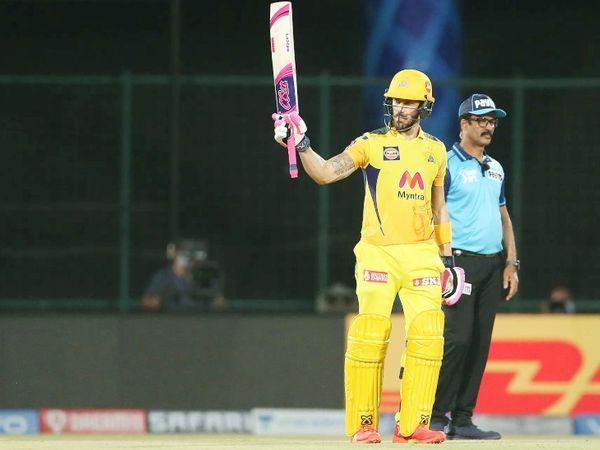 सलामी बल्लेबाज फाफ डुप्लेसिस ने आईपीएल में अपना 20 वां अर्धशतक बनाया।  उन्होंने 28 गेंदों पर 50 रन बनाए।