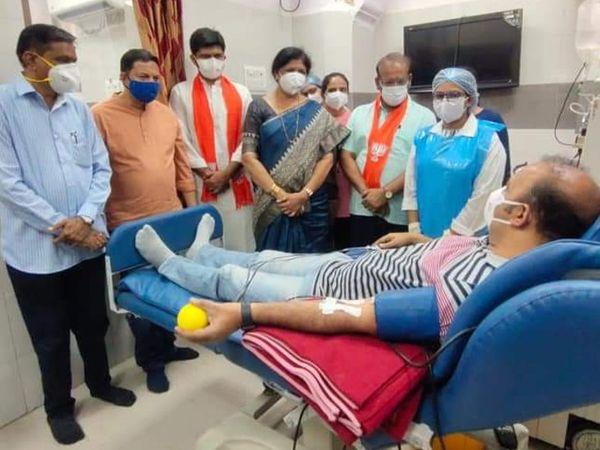 વડોદરાની સયાજી હોસ્પિટલની બ્લડ બેંકમાં રોજ 20 દર્દીઓ માટે પ્લાઝમાની ઇન્ક્વાયરી આવે છે