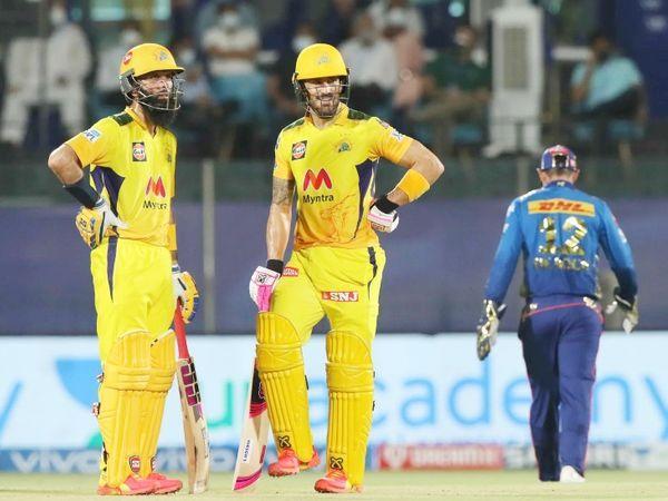 मोईन और डुप्लेसिस ने दूसरे विकेट के लिए 108 रनों की साझेदारी की।