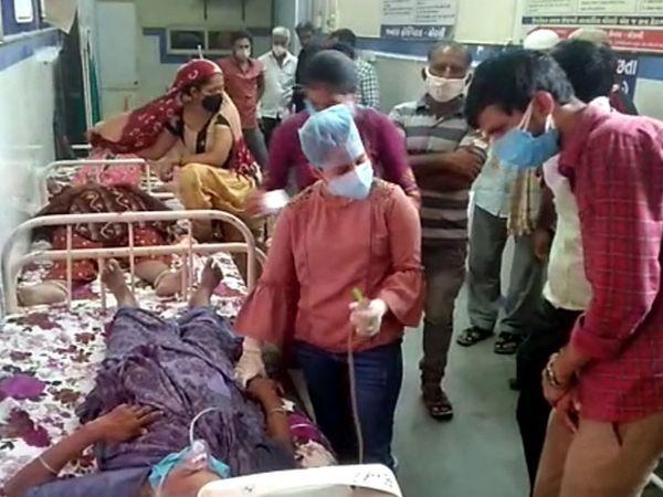 શહેરની સિવિલ ત્રણ દિવસની આંશિક રાહત બાદ ફરી દર્દીઓ અને એમ્બ્યુલન્સની કતારથી ધમધમી ઉઠી હતી. - Divya Bhaskar
