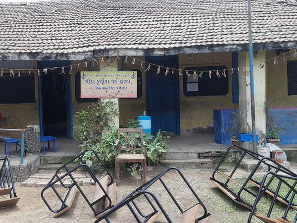 આ શાળામાં આઇસોલેશન વોર્ડ બનાવવામાં આવ્યો છે - Divya Bhaskar