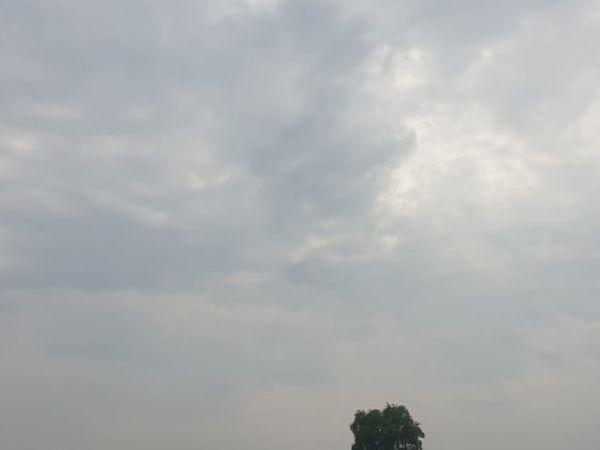 સુરત જિલ્લામાં છવાયેલું વાદળછાયું વાતાવરણ - Divya Bhaskar