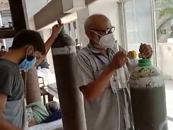 તમામ દર્દીઓને પૂરતો ઓક્સિજન મળી રહે તેનું ધ્યાન રાખે છે.