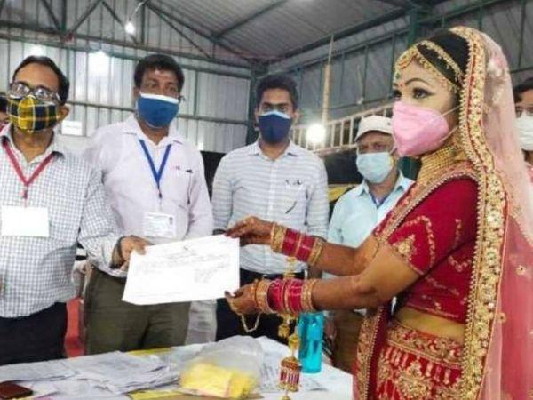 લગ્ન પહેલાં જીતનું સર્ટીફિકેટ લેવા પહોંચી પુનમ - Divya Bhaskar