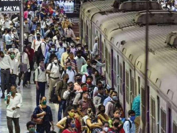 ફેબ્રુઆરીમાં મુંબઈમાં લોકલ ટ્રેનોમાં આ પ્રકારની ભીડ જોવા મળતી હતી