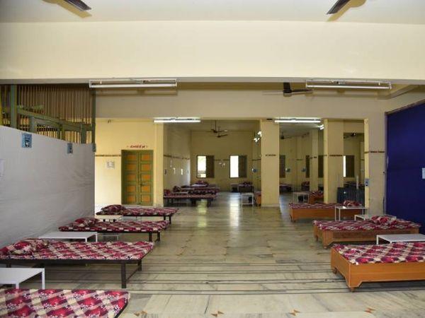 ગાંધીનગરમાં સેક્ટર-2 ખાતે કોરોના સંક્રમિત દર્દીઓ માટે કોવિડ કેર સેન્ટર ઉભું કરવામાં આવ્યું - Divya Bhaskar
