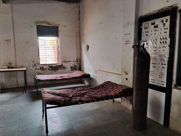 કોરોના સંક્રમિતોને શોધવા ટેસ્ટિંગ શરૂ કરાયું તમામ મોનિટરિંગ ગામના 20 યુવકોની ટીમ દ્વારા કરાય છે. - Divya Bhaskar