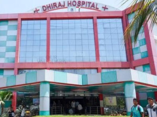 પીપળીયા ગામ પાસે આવેલી ધીરજ હોસ્પિટલ - Divya Bhaskar