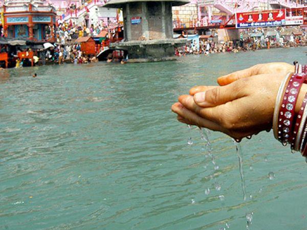 શ્રદ્ધાળુઓ ઘરના પાણીમાં ગંગાજળ મિક્સ કરીને સ્નાન કરશે તો પુણ્યની પ્રાપ્તિ થશે