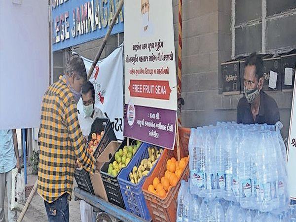 જામનગર જેવી સેવા તો કયાંય ન થાય,વિનામૂલ્યે ફ્રુટ-પાણીનું વિતરણ - Divya Bhaskar