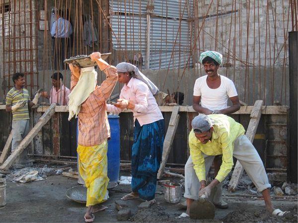 गुजरात में निर्माण श्रमिक बिहार, उड़ीसा, उत्तर प्रदेश, मध्य प्रदेश जैसे राज्यों से आते हैं।