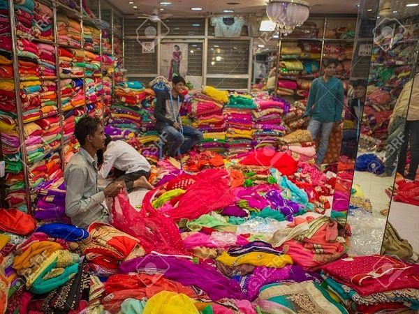एक कपड़ा बाजार की दुकान (फाइल फोटो)।