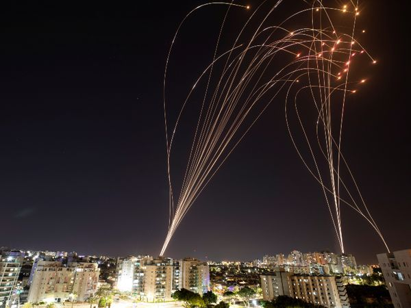 रमजान के आखिरी शुक्रवार को जेरूसलम की अल-अक्सा मस्जिद में हिंसक प्रदर्शन हुआ।  जिसके बाद हमास ने रॉकेट दागना शुरू कर दिया।
