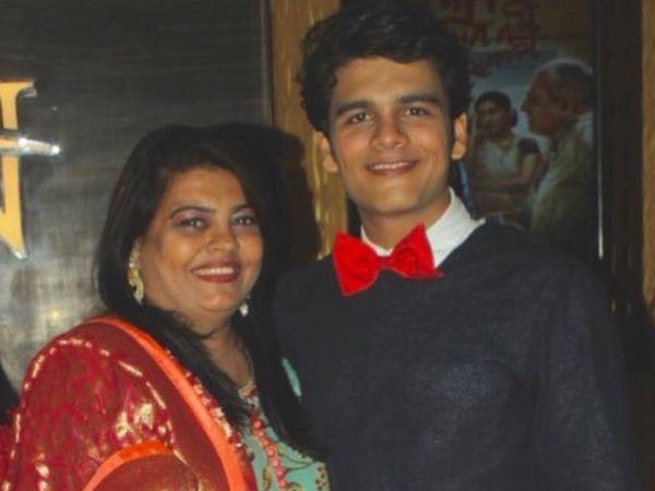भव्य गांधी माता यशोदा के साथ