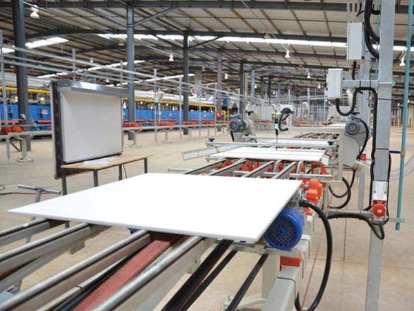 सिरेमिक निर्माताओं ने काम कम होने के कारण उत्पादन कम कर दिया है।