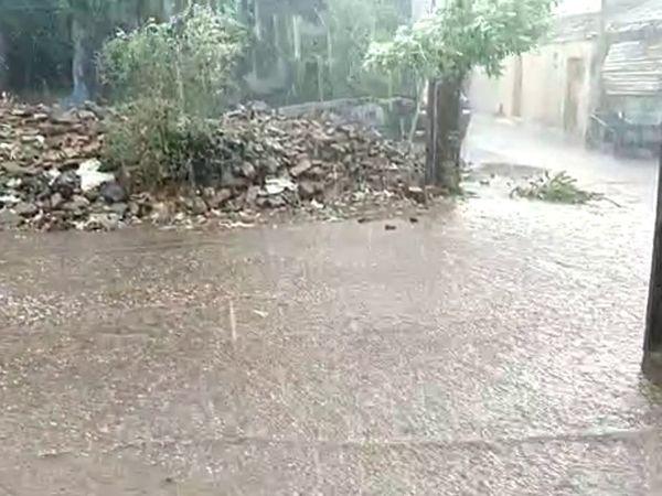 બેડી હડમતીયા ગામે ધોધમાર વરસાદ.