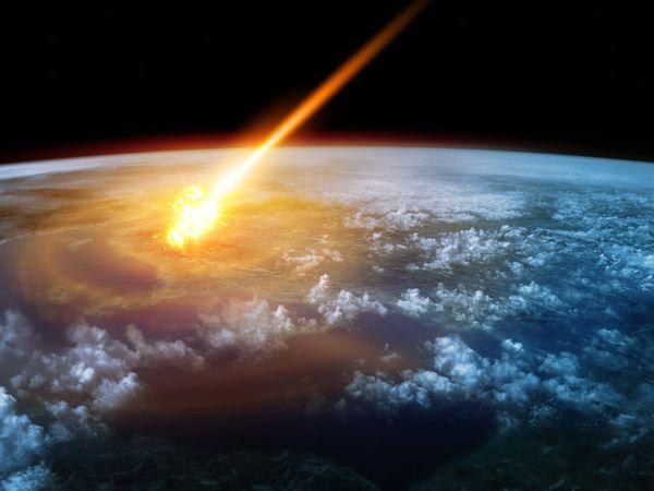 अधिकांश मलबा पृथ्वी के गुरुत्वाकर्षण और वायुमंडलीय घर्षण से नष्ट हो जाता है।  फ़ाइल छवि