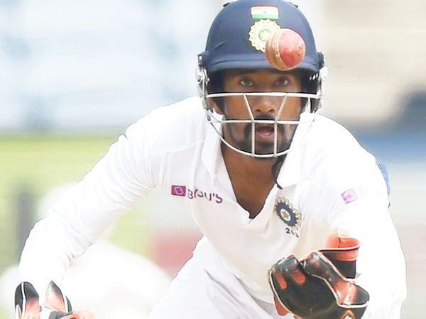 साहा ने 38 टेस्ट में 29.09 की औसत से 1251 रन बनाए हैं।