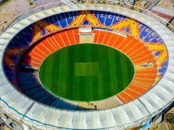 दुनिया का सबसे बड़ा क्रिकेट स्टेडियम अहमदाबाद में है।