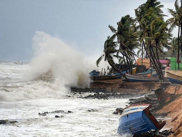 ताऊ-ते तूफान के कारण राज्य के तटीय इलाकों में तेज हवाएं और बारिश हुई।