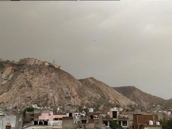 જોધપુરમાં વાદળછાયું વાતાવરણ.