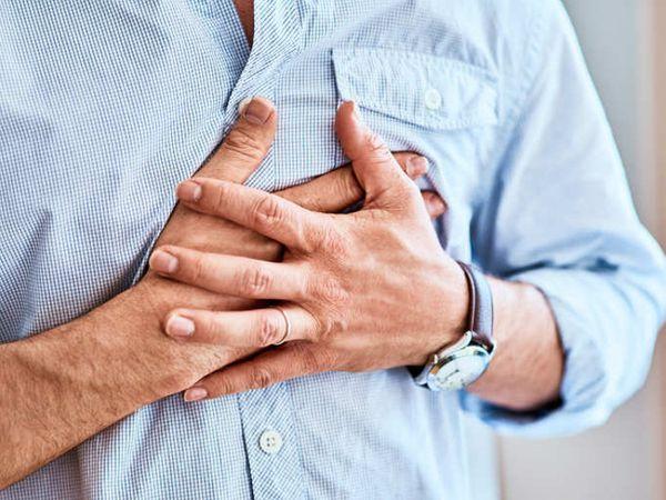 હૃદયની ધાતુ અચાનક વધવાની લાગણી છે.