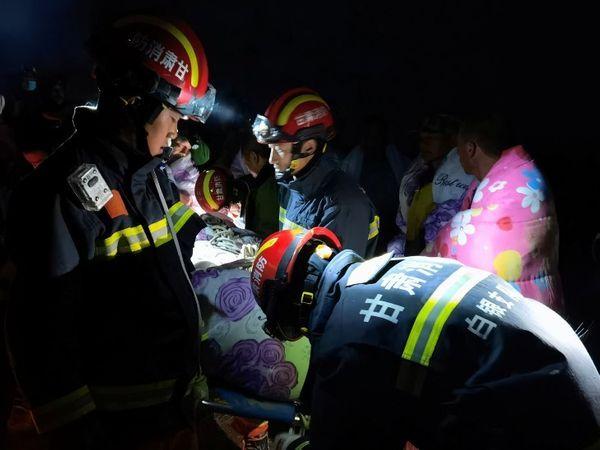 दुर्घटना की ऊंचाई 2000 से 3000 फीट बताई जा रही है।