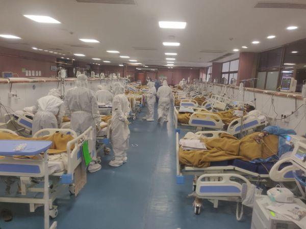 900 બેડની હોસ્પિટલમાં સારવાર લઈ રહેલા કોરોના દર્દીઓ.