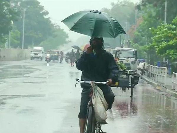 વાવઝોડાની અસરમાં ભુવનેશ્વર મંગળવારથી ભારે વરસાદ થાય છે.