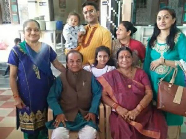 पत्नी Natukaka दो बेटियों के साथ, दामाद, पोता-पोती