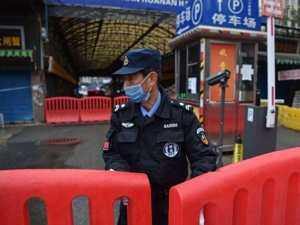 चीन ने कहा कि यह वायरस पिछले साल मीट मार्केट से फैला था