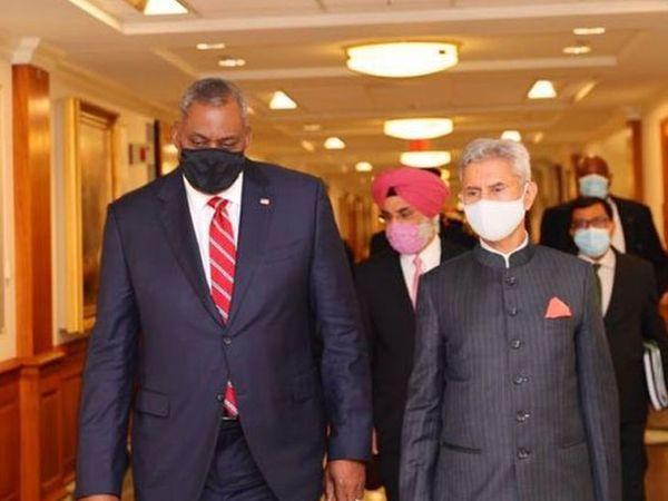 भारतीय विदेश मंत्री जयशंकर शुक्रवार को वाशिंगटन में अमेरिकी रक्षा मंत्री ऑस्टिन (बाएं) के साथ।