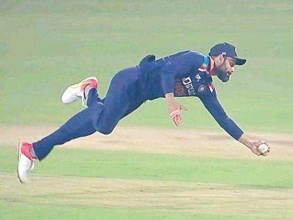 कोहली इस साल मार्च में इंग्लैंड के खिलाफ वनडे सीरीज के दौरान डाइव लगाते हुए।