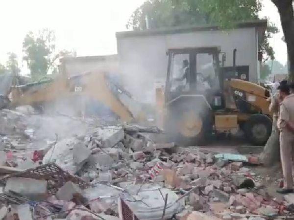 સિલિન્ડરના વિસ્ફોટને કારણે પાડોશીનું મકાન પણ ધરાશાયી.