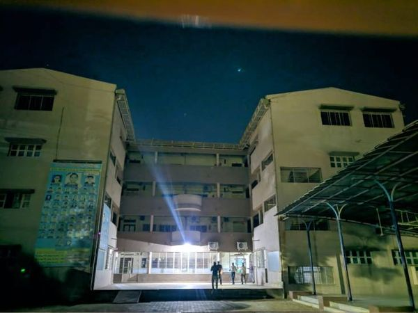 સ્કૂલો, હોટેલો અને ઓફિસો સહિતના યુનિટોને સીલ મારવામાં આવ્યું - Divya Bhaskar