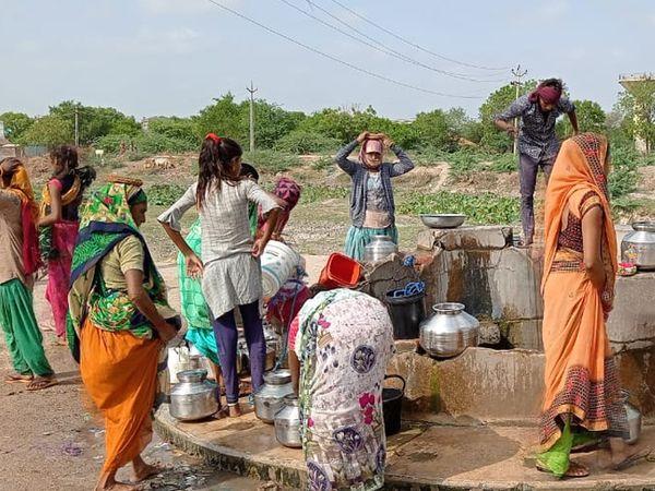 પાટડી તાલુકાનાપાનવા ગામે ભરઉનાળે પાણીનો પોકારઉઠયો છે. - Divya Bhaskar