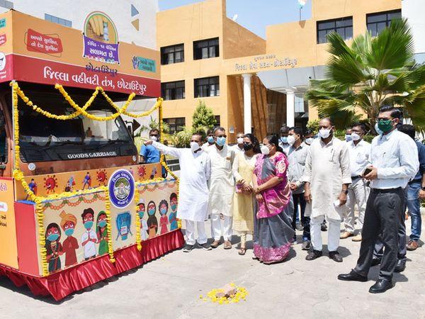 છોટાઉદેપુરેથી કોરોના રસીકરણ જનજાગૃતિ ટેબ્લોનું પ્રસ્થાન. - Divya Bhaskar