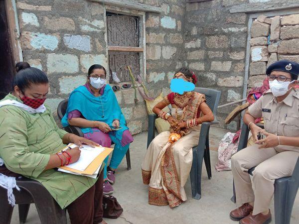 જૂનાગઢમાં બાળ લગ્ન સ્થળે પહોંચેલ અધિકારીઓ - Divya Bhaskar
