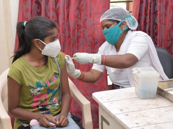 ગ્રામ્ય વિસ્તારોમાં 18થી 44 વર્ષ વય જુથના તમામ વ્યક્તિઓને કોવિડ-19 રસી આપવાનો પ્રારંભ થયો - Divya Bhaskar