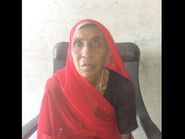 બલૈયાના 88 વર્ષના હમતીબેનને વેક્સિનનો એક પણ ડોઝ લાગ્યો નથી. - Divya Bhaskar