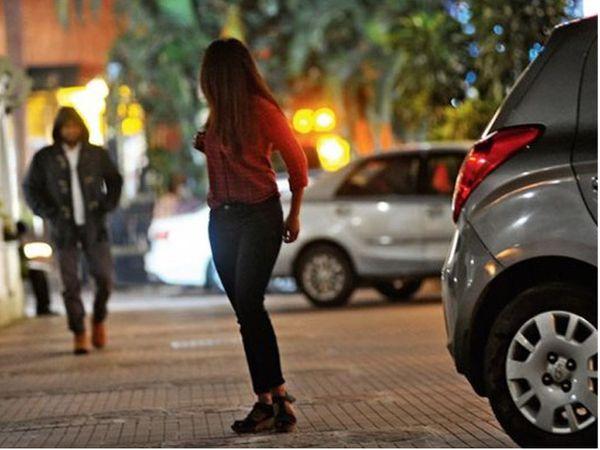 યુવતીનો પીછો કરીને છેડતી કરનાર સામે પોલીસે ગુનો નોંધ્યો છે.(પ્રતિકાત્મક ફાઈલ તસવીર) - Divya Bhaskar