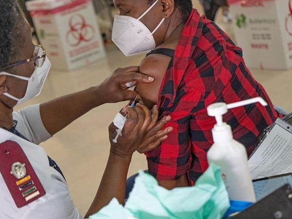 દક્ષિણ આફ્રિકામાં કોરોનાવાઈરસને લઈને એક ચોંકાવનારો કિસ્સો પ્રકાશમાં આવ્યો. અહીં HIV પોઝિટિવ મહિલાના શરીરમાં 216 દિવસ સુધી કોરોનાવાઈરસ રહ્યો. - Divya Bhaskar